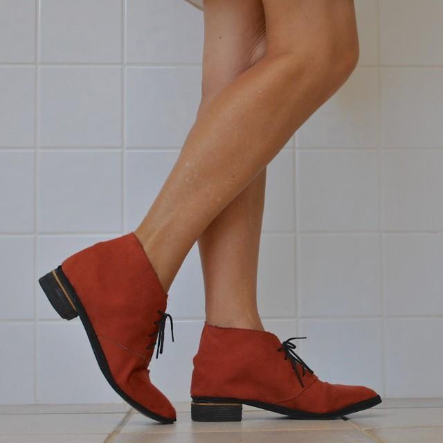 paprika boots