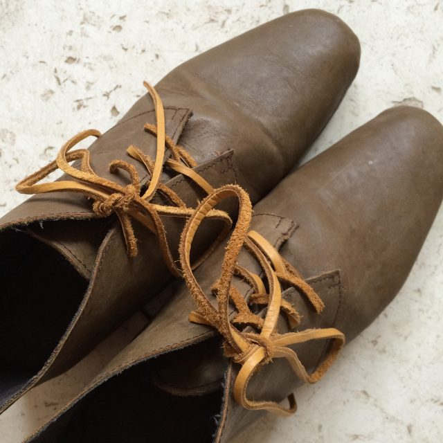 olive boots laces